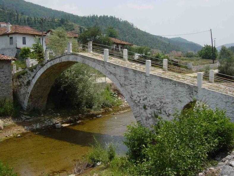 23. Πέτρινο γεφύρι στο χωριό Μέδουσα της Ξάνθης