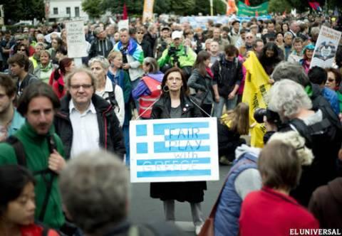 Miles de personas se manifiestan en Berlín en solidaridad con Grecia
