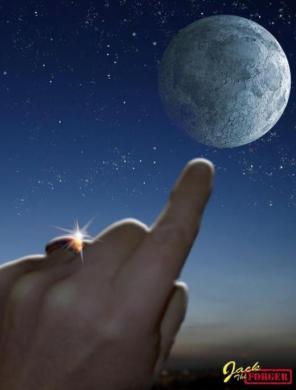 το δαχτυλο που δειχνει το φεγγαρι